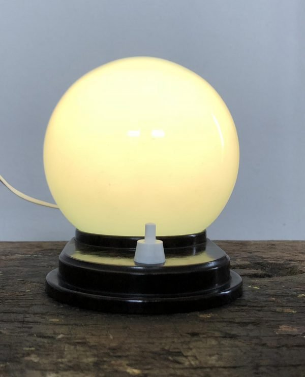 lampada-vetro-opalino-azzurro-accesa