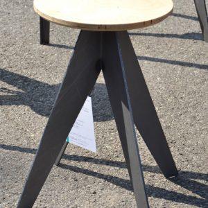Sgabello industriale su misura in ferro e legno