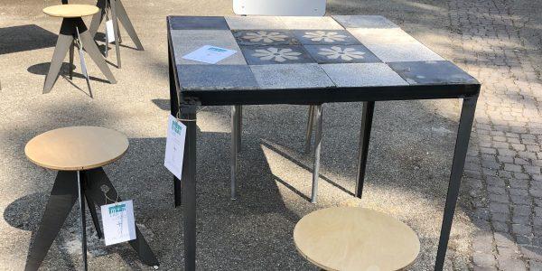 tavoli e sgabelli su misura cementine fiori