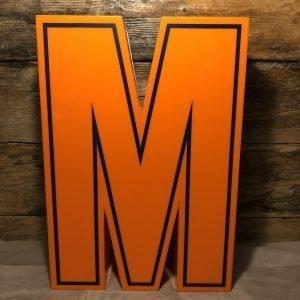 M – Lettera Vintage da Arredamento | Insegna in Plex. Arancio