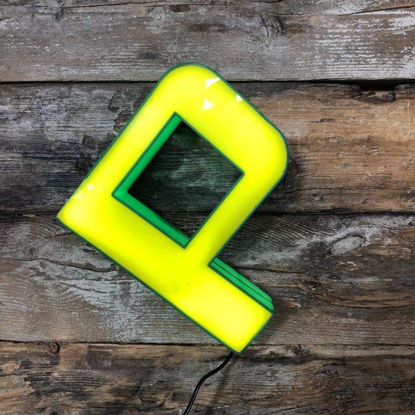 P – Lettera Vintage Insegna Verde Giallo in plexiglass