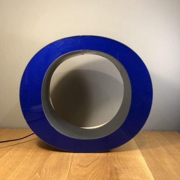 Insegna Vintage lettera O scatolata Blu frontale spenta