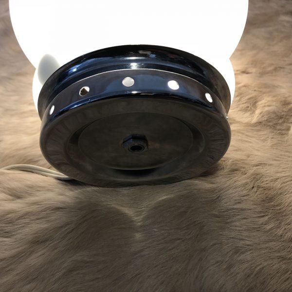 Piccola lampada da tavolo in vetro anni 70 circa colore bianco. base