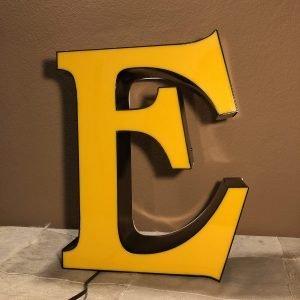 Lettera E Insegna Vintage Scatolata nero giallo