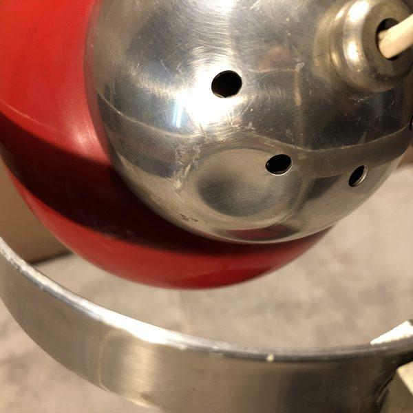 lampada eyeball space age rossa particolare ammaccatura