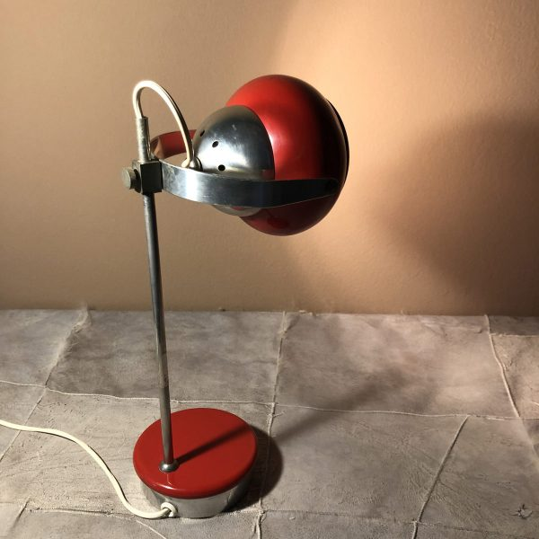 lampada eyeball space age rossa accesa