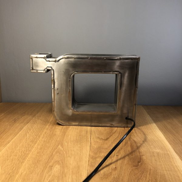 lettera vintage scatolata d con apostrofo dietro