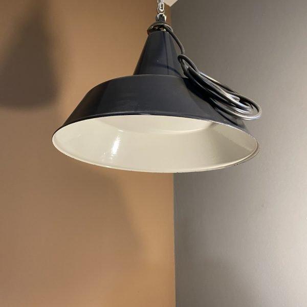 lampadario industriale vintage a campana smaltata appesa