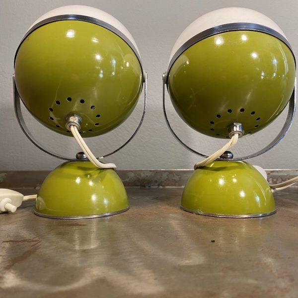 Coppia Lampade Eyeball anni 70 space age colore bianco base verde vista posteriore
